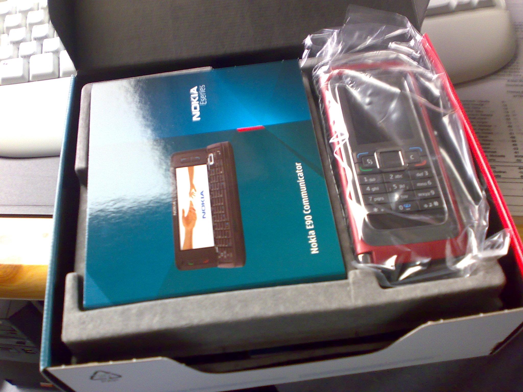Auch in rot - das Gerät hier gehört dem Admin von www.mobiles-leben.ch - eines der ersten Geräte in Rot
